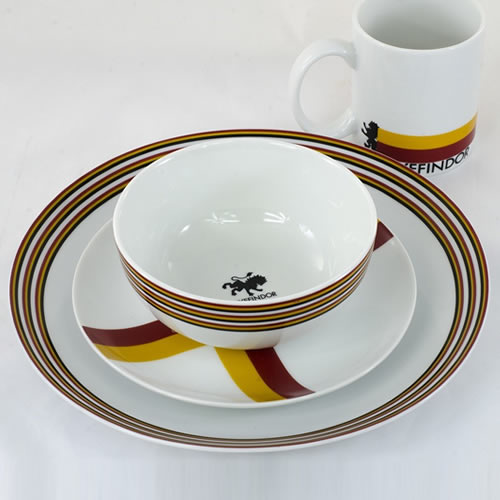 Dinnerware - Harry Potter - 16pc Gryffindor House Crest Set
